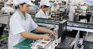 nữ làm đóng gói linh kiện điện tử tại Đài Bắc