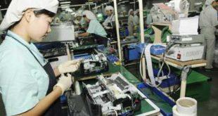 nữ xuất khẩu lao động làm sản xuất ốc vít