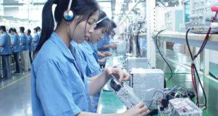 nữ sản xuất bán dẫn