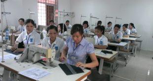 Nữ làm gia công may mặc tại Ngũ cổ Đài Bắc
