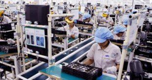 nữ làm đóng gói linh kiện điện tử