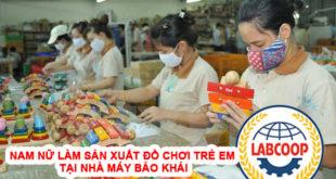 Nam nữ làm sản xuất đồ chơi trẻ em tại nhà máy Bảo Khải