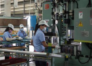 Nhà máy Duy Đông tuyển 86 nữ Đứng thao tác máy