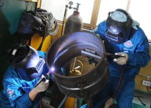 Nam làm hàn Co2 tại nhà máy Đức Nguyên